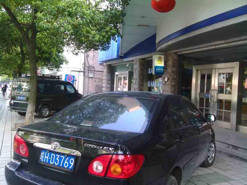 大家从另一个角度看看安庆交通吧 机动车占用人行道篇 今高清图片