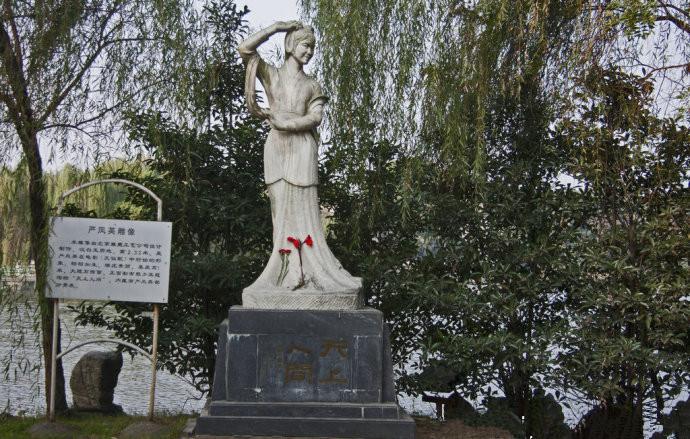 (这是原雕像