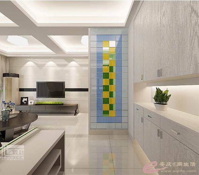 玄关:整体组合鞋柜、屏风是玻璃砖、沙发旁边的茶几设计成